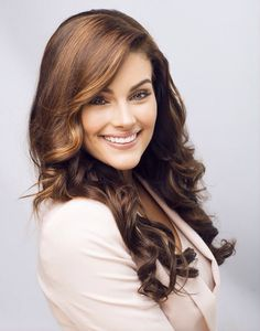 Rolene Strauss is a South African model and beauty queen who was crowned Miss South Africa 2014 and in December the same year won Miss World 2014 in London. African Girl, African Beauty, Miss World 2014, Gorgeous Hair, Beautiful, Corporate Wear, African Models, Beauty Pageant, Beauty Queens