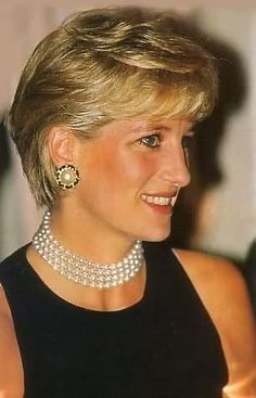 October 12 1996 Diana attends a Gala Dinner at the Grand Hotel in Rimini Princess Diana Jewelry, Princess Diana Pictures, Princess Diana Family, Real Princess, Prince And Princess, Diana Haircut, Prinz William, Lady Diana Spencer, Norfolk