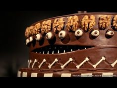 Tim Burton-inspired 'animated' cake - Team © Alexandre DUBOSC - YouTube