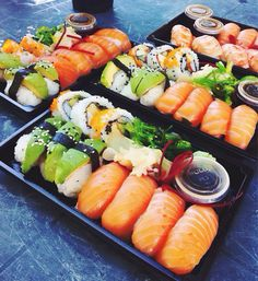 Find images and videos about love, summer and food on We Heart It - the app to get lost in what you love. Sushi Recipes, Asian Recipes, Healthy Recipes, Oshi Sushi, Japanese Food Sushi, Sushi Burger, Salmon Sashimi, Seafood Platter, Yummy Food