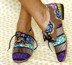Patterned shoes.                                                                                                                                                                                 Más