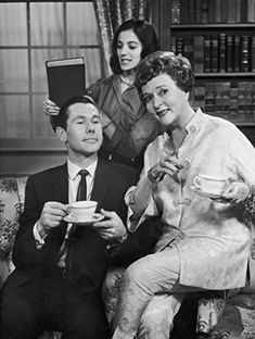 Johnny Carson, Jessie Royce Landis, and Marisa Pavan Here's Johnny, Johnny Carson, Comedy Skits, How To Be Likeable, Still Image, Jessie, Comedians, The Fosters, Actors