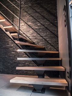 escalier-limon-central-acier in 2020 Home Stairs Design, Interior Stairs, House Design, Entry Stairs, House Stairs, Farmhouse Interior, Modern Farmhouse, Industrial Farmhouse, Escalier Design