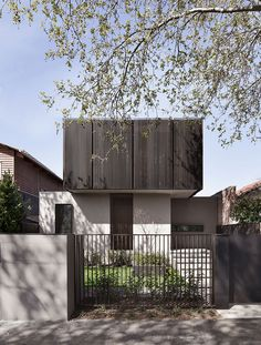 More exterior inspiration for you today as we try to finalise our new house design. I'm scrolling and researching like a mad woman! 🌱🙌🏼 Elwood Residence by Photo Aaron Puls RG via Australian Architecture, Minimalist Architecture, Modern Architecture House, Australian Homes, Residential Architecture, Modern House Design, Architecture Design, Facade Design, Exterior Design