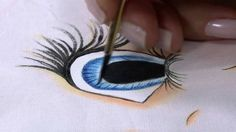 Eyes on face 2 Acrylic Painting Lessons, Painting People, Painting Videos, Ceramic Painting, Fabric Painting, Painting On Wood, Painting & Drawing, Doll Face Paint, Doll Videos