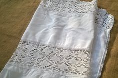 Gorgeous #Victorian White French runner. Lace inlay cotton runner.   Size :  Width : 24 in.  = 61 cm Length  : 47 in.  = 120 cm  Used but in a good #vintage condition. Lovely... #antiquelinen #victorian #frenchlinen #damask #runner #gvsteam