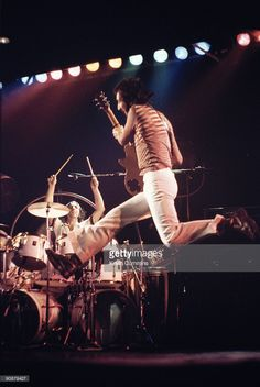 Drummer Keith Moon (1946 - 1978) and guitarist Pete Townshend performing with English rock group The Who at Belle Vue, Manchester, October 1975. Credit: Kevin Cummins