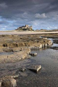 ✮ Bamburgh, Northumberland, England - Bamburgh Castle In The Distance. Because of its hisorical importance Northumberland has more castles than anywere else in the country. England And Scotland, England Uk, Beautiful Castles, Beautiful Places, Fortes Fortuna Adiuvat, Northumberland England, Federated States Of Micronesia, Places In England, Beau Site