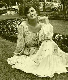 [LMH] Lynda Carter Lynda Carter, First Wonder Woman, Dame Diana Rigg, Princess Caroline, Girls Show, Famous Women, Vintage Hollywood, Vintage Beauty, Sexy Dresses