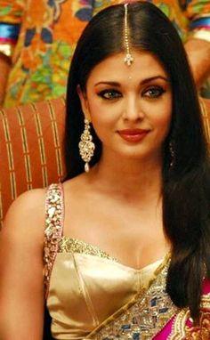 Aishwarya Rai Makeup, Aishwarya Rai Photo, Actress Aishwarya Rai, Indian Bollywood Actress, Beautiful Bollywood Actress, Beautiful Actresses, Indian Actresses, World Most Beautiful Woman, Beautiful Girl Indian