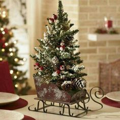 Cute Christmas  Centerpiece!!! Bebe'!!! Cute Sleigh!!!
