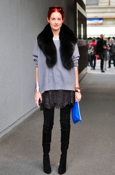 Taylor Tomasi Hill, looking awesome. I like how casual the outfit is, like she was going to just chill on the couch, but then decided to go to fashion week instead. Taylor Tomasi, Looks Style, Casual Looks, Fur Stole, Fringe Skirt, Winter Stil, Leather Mini Skirts, Leather Skirt, Leather Fringe