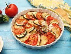 8 mennyei rakott cukkini, aminek mindenki elkéri a receptjét   Mindmegette.hu Coleslaw, Ratatouille, Vegetable Pizza, Zucchini, Bacon, Food And Drink, Lunch, Meat, Vegetables