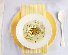 Vichyssoise | Receita Panelinha: Sopa no verão, sim senhor! A clássica vichyssoise é servida fria e tem um sabor suave que combina com a estação.
