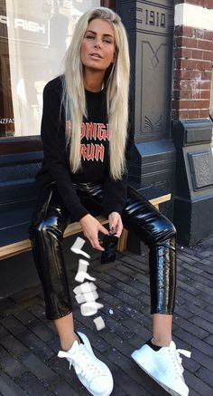 Cute Outfits With Leggings, Wet Look Leggings, Shiny Leggings, Hot Outfits, Casual Outfits, Pvc Trousers, Vinyl Trousers, Latex Pants, Leather Tights