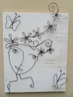 Lady with flowers in her hair and heart and butterflies. Would be a cute painting, too! Just add color! Tienda Deco C Wire Crafts, Diy And Crafts, Arts And Crafts, Wire Art Sculpture, Wire Sculptures, Abstract Sculpture, Bronze Sculpture, Copper Wire Art, Wire Wall Art