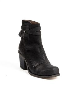 V Cuff Boot av Fifth Avenue Shoe Repair | Skor | Övriga skor | Apprl - Social Shopping