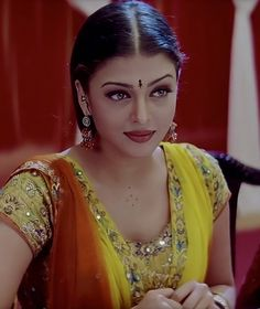 Bollywood Outfits, Bollywood Actress Hot Photos, Bollywood Girls, Beautiful Bollywood Actress, Beautiful Indian Actress, Bollywood Fashion, Aishwarya Rai Movies, Aishwarya Rai Makeup, Aishwarya Rai Young