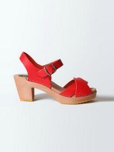 Sabots rouges de L'Atelier Scandinave Shoe Closet, Clogs, Shopping, Armoire, Chic, Style, Fashion, Red Leather, Womens Fashion