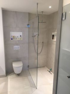 Klar begehbare Dusche mit Stabilisierung an der Decke …. Clear walk-in shower with stabilization on the ceiling … Bathroom Design Small, Bathroom Layout, Bathroom Interior Design, Modern Bathroom, Master Bathroom, Bathroom Ideas, Bathroom Inspo, Shower Ideas, Budget Bathroom