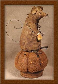 The Harvest Mice primitive Mouse Crafts, Felt Crafts, Fabric Crafts, Harvest Mouse, Christmas Ideas For Boyfriend, Halloween Doll, Bff Gifts, Primitive Crafts, Illustrations