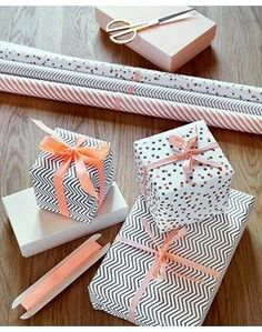 patterned black and white gift wrap with blush pink or peach ribbon - pretty gift wrapping color scheme.