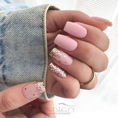The charm of the Glitter element is that the texture is gorgeous and sparkling. Check out this article's glitter manicure picture for a design that makes your eyes shine. Pedicure Designs, Pink Nail Designs, Nail Designs Spring, Matte Nail Polish, Nail Polish Colors, Acrylic Nails, Cute Nails, Pretty Nails, Manicure Pictures