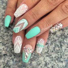 #nails #nailart #swarovski #swarovskinails �