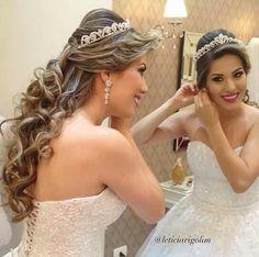 Bridal Mehendi Designs Brides Ideas For 2019 Wedding Hairstyles For Long Hair, Bride Hairstyles, Down Hairstyles, Pagent Hair, Prom Hair, Peinado Updo, Wedding Hair Inspiration, Hair Styler, Creative Hairstyles