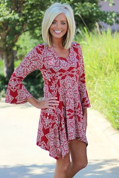 Our Faded Flowers Dress/Tunic with Bell Sleeves is made of Polyester and Spandex and measures approximately long from shoulder to hem. This dress/tunic is available in sizes Small, Medium, Large and X-Large. Blonde Bob Hairstyles, Mom Hairstyles, Easy Hairstyle, Hairstyle Ideas, Medium Hair Styles, Short Hair Styles, Shoulder Length Blonde, Hair Highlights And Lowlights, Bob Haircut For Fine Hair