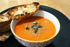 Soupe de poivrons rouges épicée : http://www.lagrignoteuse.com/2015/12/11/soupe-de-poivrons-rouges-epicee/