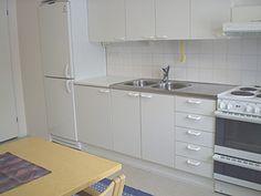 YLÄKERTA (57 m²) kaksio jossa 2+2 vuodepaikkaa Saunallinen kaksio jossa 2+2 vuodepaikkaa, käytössä oma keittiö (mahdollisuus lisävuoteisiin).