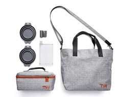 WHAT'S HOT: Stylish Dog Travel Bags by Travel Wags Hands up who needs a lot of 'stuff' for their dog? Check out these amazing new dog travel bags from New Zealand brand Travel Wags – they're thought of EVERYTHING! Weekender, Dog Accesories, Dog Travel Accessories, Dog Tote Bag, Training Your Dog, Training Tips, Dog Supplies, Dog Friends, Dog Owners