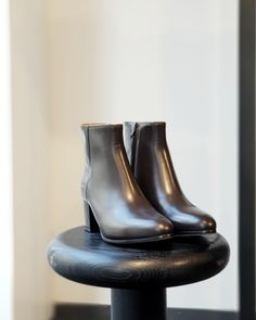 #brown #sexy #cityboot by #commonprojects @#redbytheapartmentstore #badenerstrasse 75 #red #secondseason #outlet #sale #singlepieces #reduced #lowprice #wheresaleneverends #theapartmentstore #apartment #apartmentstore #zurich #fashion #zurichfashion Common Projects, Zurich, Rubber Rain Boots, Store, Brown, Sexy, Women, Fashion, Moda
