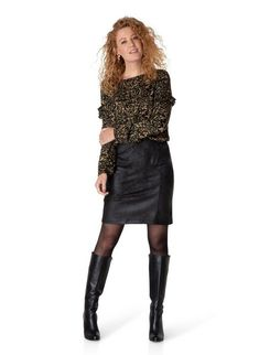 Black Boots Outfit, Permanent Waves, Sweater Coats, Sweaters, Skirts With Boots, Skirt Pants, Photo Poses, Curly Hair Styles, Leather Skirt
