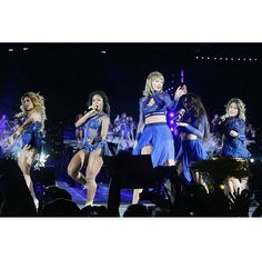 """Taylor Swift and 5th Harmony singing """"Worth It"""" at the 1989 Tour in Santa Clara 8/14/15"""