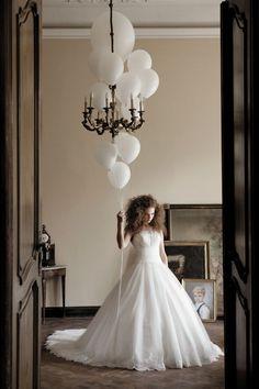 Love it - bride + balloons = my plan!