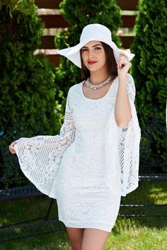 Rochie Vacation White. O rochie din dantela mulata pe corp, cu maneci clopot. Are un croi modern si tineresc. Imagineaza-ti cat de bine iti…