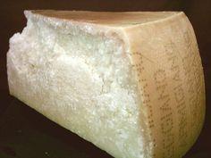 Il Parmigiano-Reggiano è un noto formaggio dell'Italia settentrionale a pasta dura tutelato dalla Denominazione di origine protetta. Rientra nella tipologia dei formaggi a pasta dura, di cui è considerato, assieme al Grana Padano, il più rappresentativo. Si tratta di un prodotto a Denominazione di origine protetta (D.O.P.)