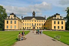Ulriksdal Palace is situated on the banks of Edsviken Lake in the National City Park in Stockholm. The palace was built in the and visitors to. Visit Stockholm, Park City, Tour Guide, Day Trip, Places To Go, Street View, Building, Magdalena, Travel