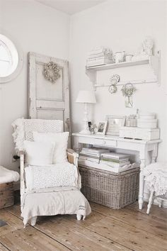Shabby Chic furniture and style of decor displays more 'run down' or vintage items, or aged furniture. Shabby Chic is the perfect style balanced inbetween vintage and luxury, or '… Shabby Home, Shabby Chic Cottage, Vintage Shabby Chic, Shabby Chic Homes, Shabby Chic Style, Shabby Chic Decor, Rustic Style, Shabby Chic Bedrooms, Shabby Chic Furniture