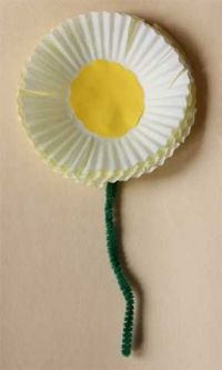muffin liner or cupcake liner daisy craft for spring crafts