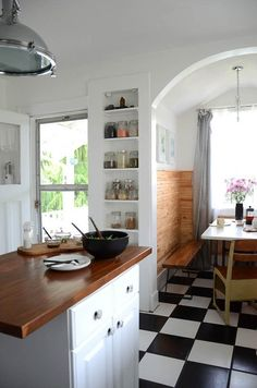 I love the wood in the dining nook. Thats something we could do to our dining nook to separate it from the living room. Lovely.