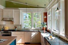 Стильный интерьер кухни с окном | Оригинальные идеи дизайна кухни