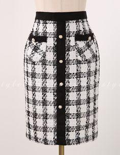 Pearl Button Detail Tweed Bleistiftrock Romantische & Trendy Looks Styleonm Skirt Outfits, Dress Skirt, Hijab Fashion, Fashion Dresses, Tweed Pencil Skirt, Denim Skirt, Work Attire, African Dress, African Fashion