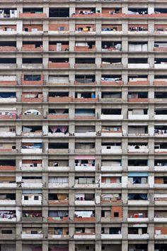 Lo slum verticale approda alla Biennale