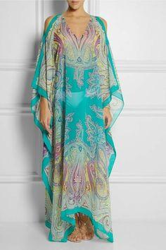 Etro Paisley-print silk-chiffon kaftan NET-A-PORTER. There's a lot that's appealing about floating around all day. Silk Kaftan, Silk Chiffon, Boho Fashion, Fashion Dresses, Womens Fashion, Fashion Design, Lolita Fashion, Gothic Fashion, Estilo Hippie