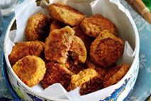 Slimming Roasted red pepper and chive falafels – Recipes – Slimming World - These delicious bite-size falafels are the ultimate family-friendly finger food. Perfect for packed lunches or picnics.