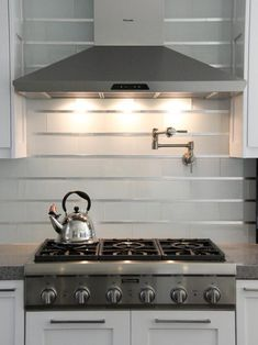 White kitchen decoration using stainless steel kitchen backsplash panels including mounted wall steel range kitchen vent hood and white wooden kitchen cabinet. Elegant Kitchen Designs with Stainless Steel Kitchen Backsplash Panel Subway Tile Kitchen, Glass Kitchen, Subway Tiles, Kitchen Vent, Wooden Kitchen, Kitchen Island, Kitchen Cabinets, Wall Tiles, Kitchens