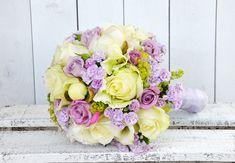Ein #Traum in #creme und #flieder ist dieser #schöne #Brautsrauß - #gezaubert von unseren #bezaubernden #Floristinnen - #bridalbouquet #bride #weddinginspiration #brideinspiration